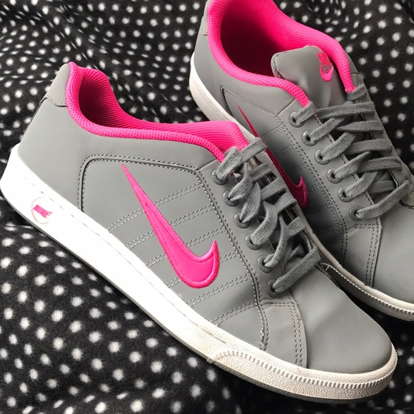 ALMOST LIKE NEW GREY/PINK NIKES